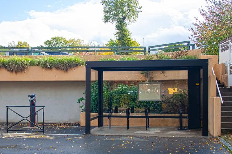 Abri ouvert pour velos à assistance électrique Pescara d'Abriplus toiture solaire - Le Rheu (35)