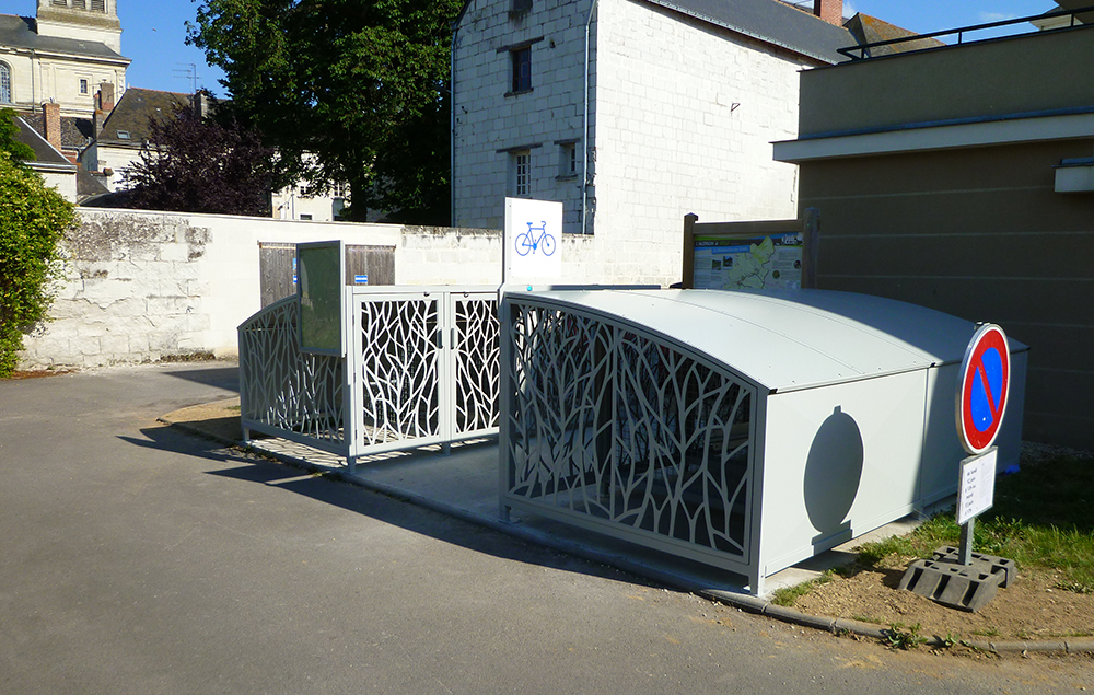 Abri Plus - Box a velos 4 m x 2 m - Signalétique vélo - Commune de Loire Authion (49) - L'Authion à vélo
