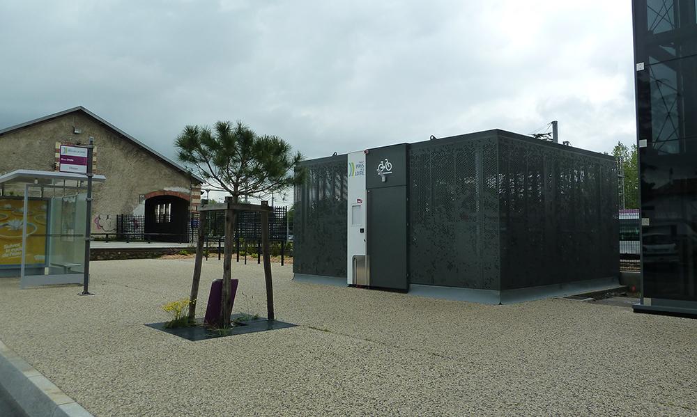 Un nouvel abri v los pour la sncf en gare de clisson 44 for Garage de la gare pontault