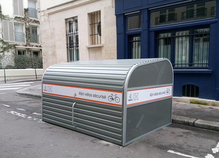 Abri Plus installe des Minis box velos résidentiels Modèle Cooma - impasse Guéménée - Mairie Quatre Paris