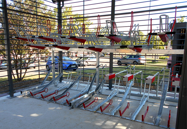 Abri vélo sécurisé MODULERE avec supports 2ParkUp pour 36 vélos + Bornes de recharge VAE et pompe à vélo - Centre hospitalier BEAUVAIS (60)