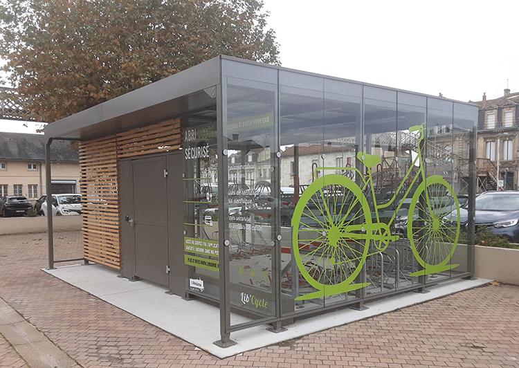Abri velos sécurisé en verre - Square Plus d' Abriplus - Gare de Libourne (33) - Chantier UGAP