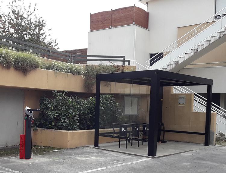 Abris velos Pescara +Station reparation velos et panneaux solaires sur abri - Ville Le Rheu (35)