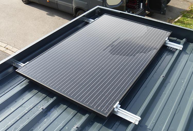 Solution solaire sur toiture pour alimenter l'éclairage de l'abri poubelles BEAUVAIS PARC